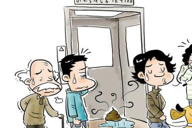 """网曝大连男子电梯间""""如厕"""""""