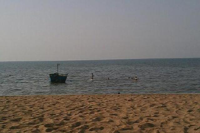夏家河子海滨公园免费提供遮阳棚