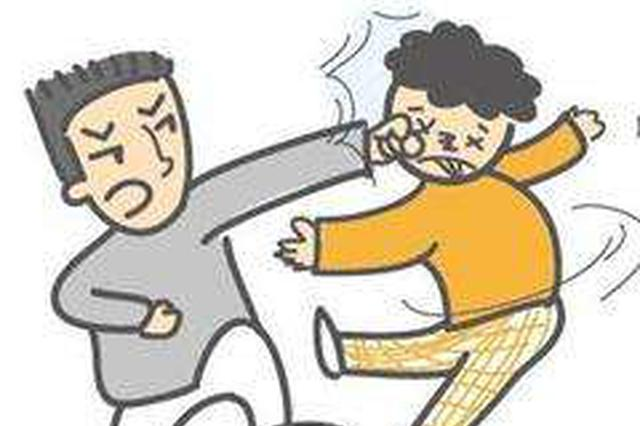 他酒后骑车摔下工友两人一言不合打了起来
