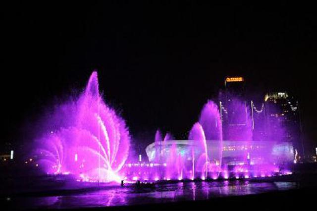 东港喷泉恢复首日挤进5万辆车8万人