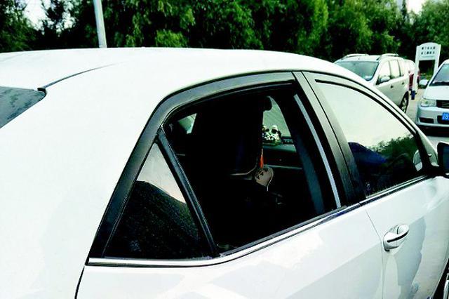 一夜间前关12辆私家车被撬车窗