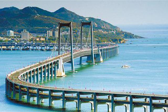 女子从星海湾跨海大桥上跳下