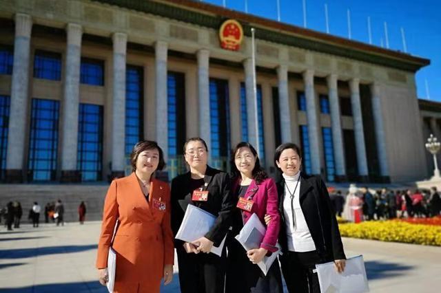 我市参加中国妇女十二大代表返连
