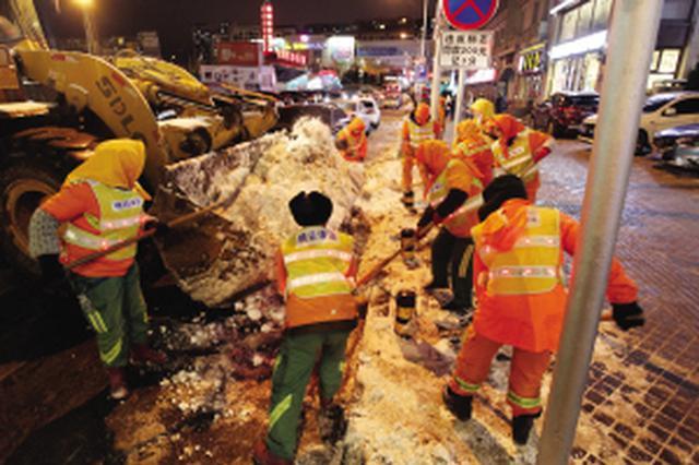 8500余人迅速除雪 全力确保交通顺畅