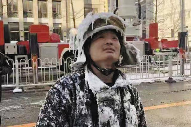 大连全身结冰消防员获得人民日报点赞