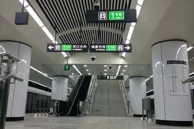 大连地铁站上演生死时速 白衣天使救人永不下班