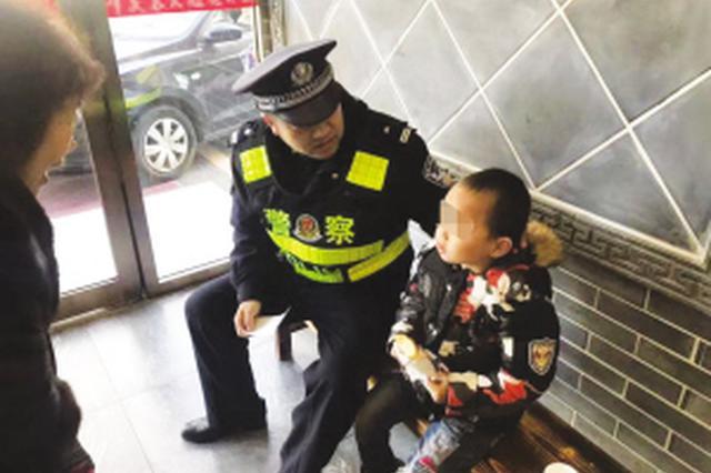 7岁孩子走丢 民警帮其找回家人
