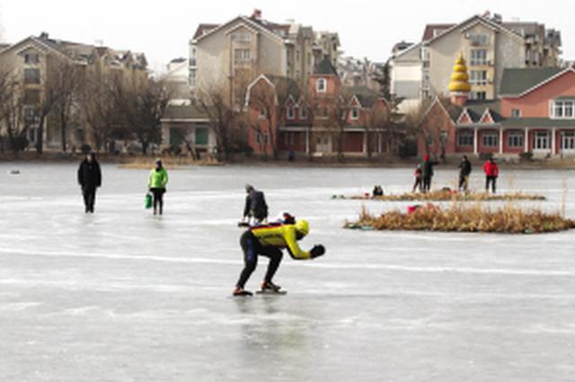 冰上险情频发生 市民切勿滑野冰
