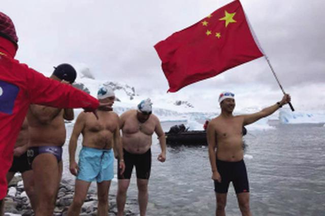 大连男子成功挑战南极冰海