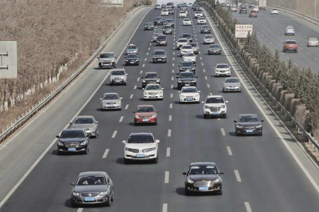 春节期间1.1万人次交警确保交通安全有序