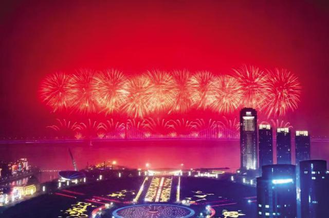 80万人昨夜现场共赏火树银花不夜天