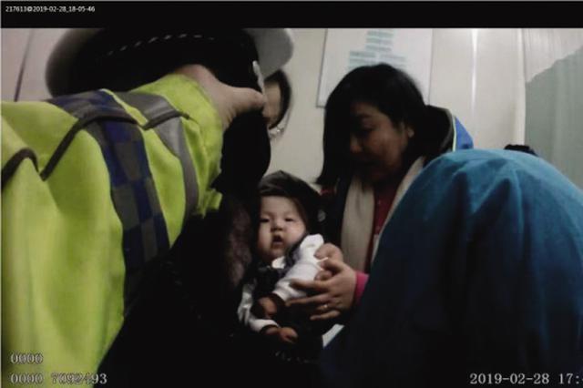 交警一路护航 受伤婴儿转危为安