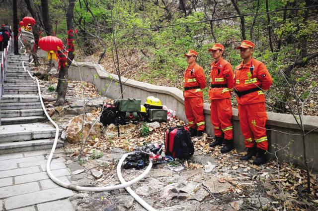 游客数量骤增森林火灾隐患增大 200余人守护大黑山