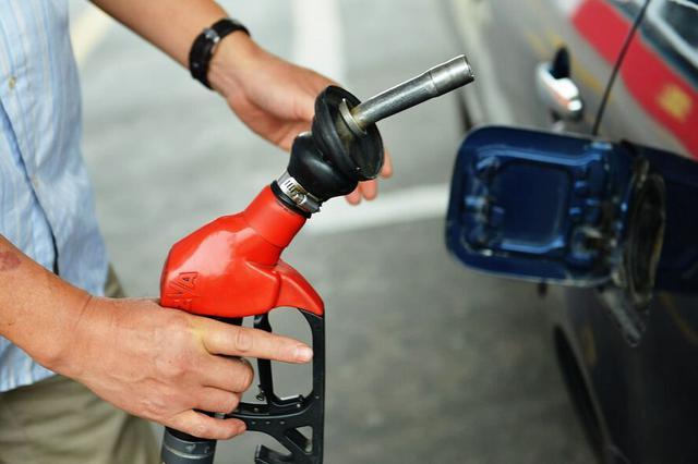 油价迎年内第二降 92号汽油今起每升下调0.06元