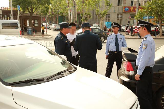 大连警方联合多部门开展整治黑车专项行动