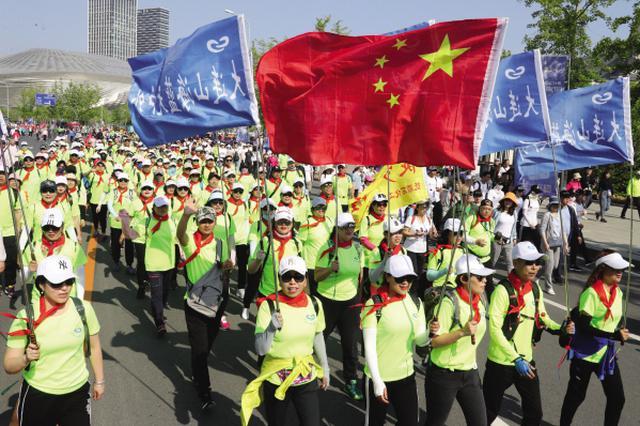 聚焦第十七届大连国际徒步大会 13万余人激情走大连