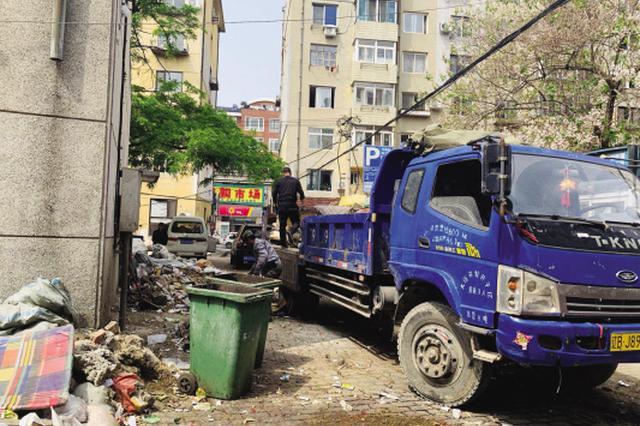 15吨垃圾堆了近半年 社区无奈出资清理