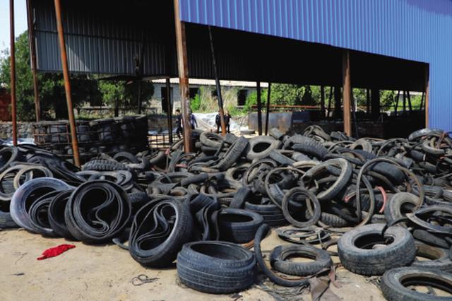 """普兰店警方破获大连首例""""废旧轮胎土法炼油""""污染环境案"""