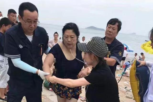 """大连又现""""最美护士"""" 中心医院护士海滩度假成功抢救溺水者"""