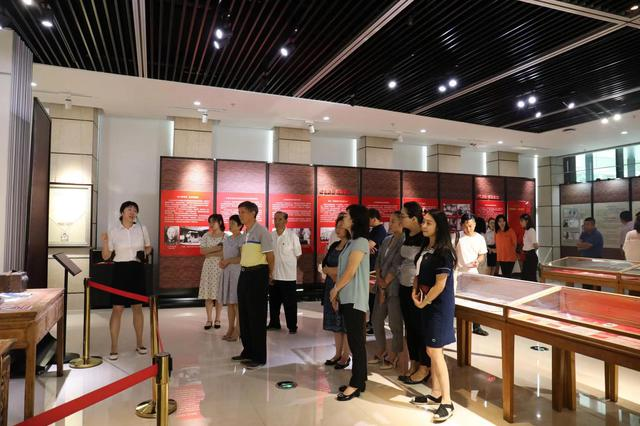 《全国解放 大连贡献》展览在大连市规划展示中心开幕
