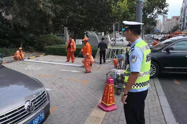 中秋节交警共出动4900余人次确保路畅民安