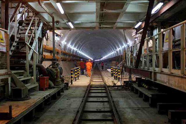地铁5号线青云街站主体封顶