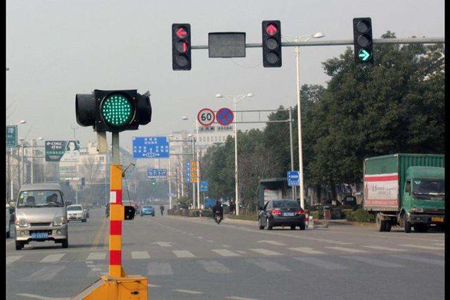 主城区部分路口交通信号灯迁移