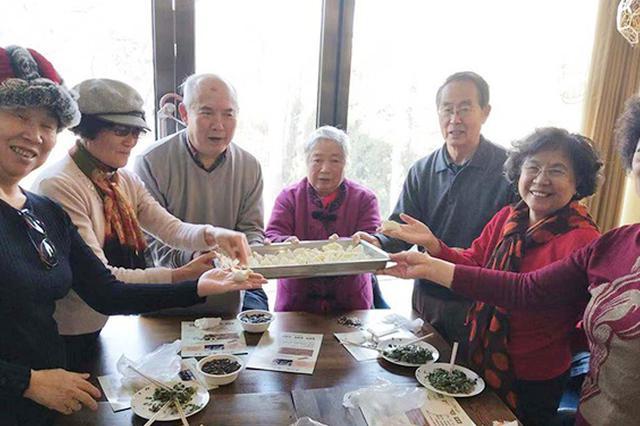 【新春走基层】街坊邻里包起饺子迎新年