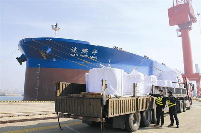 海关助力30万吨级油轮交付出口