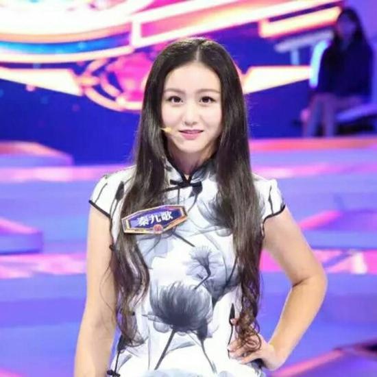 Julia Qin(华裔,中文名秦九歌)