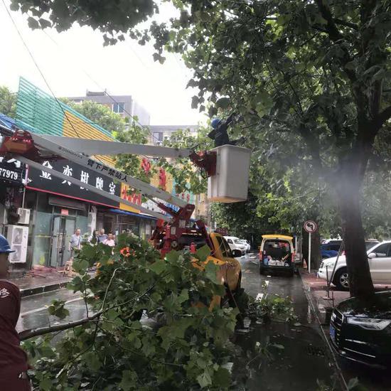 """漳州市事业单位亚博娱乐备用网址考试网_迎战台风""""利奇马"""" 大连供电公司紧急恢复受损设备"""