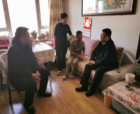 区委常委、区政府常务副区长孙功利走访慰问辛寨子街道低保家