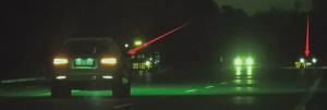 """""""溜道车""""跟踪执法警车。"""