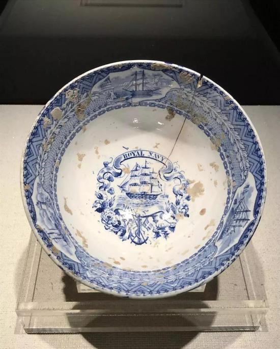 英国皇家海军帆船青花瓷碗(19世纪中期)