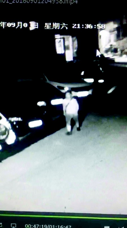 嫌疑人为30岁左右的年轻男性。(视频截图)