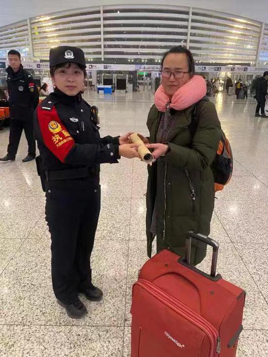 旅客万元唐卡遗失 铁警全力帮助寻回