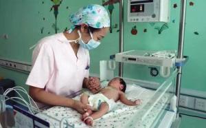 检查治疗之后,被弃女婴生命体征已经平稳。