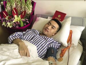 """小孟说:""""不紧张,捐献造血干细胞是一次完胜的期末大考,终其一生都会铭记这一天。"""""""