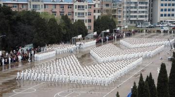 舰艇学院举行庆祝海军节阅兵活动