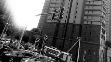 泉水一高层着火400户居民紧急疏散