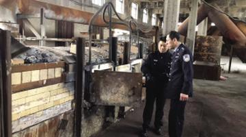 威廉希尔中文网警方捣毁一非法炼铅窝点