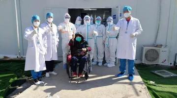大连医疗队救治的雷神山首批患者出院