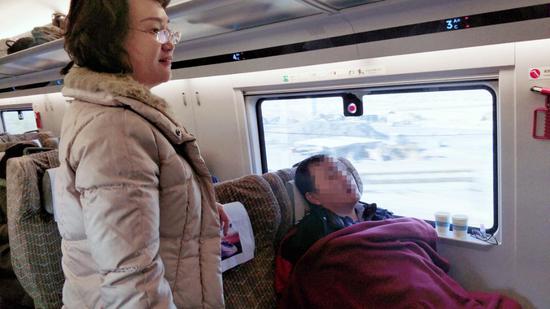 G47高铁上乘客突发心脏病 大连瑞凯尔肾病医院院长紧急救治
