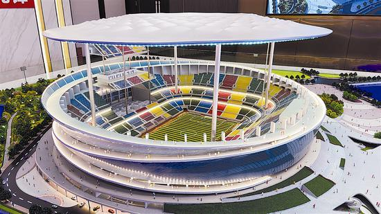 梭鱼湾专业足球场项目沙盘模型。图片由大连新闻传媒集团记者徐媛媛 摄