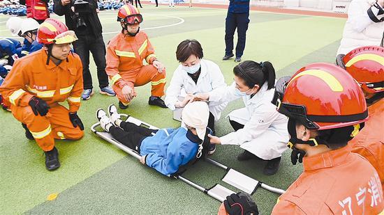 大连举办第13个全国防灾减灾日地震应急综合演练