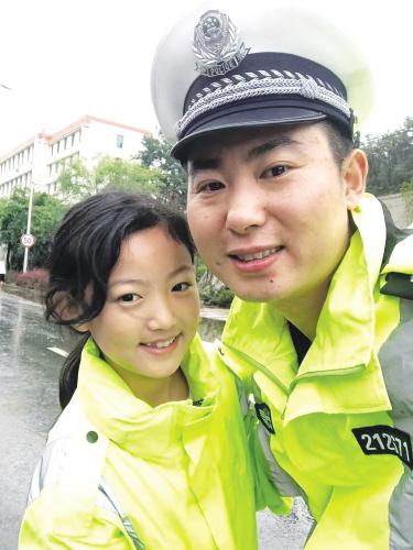李皓和女儿小嘉欣。