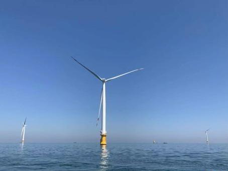 海上风力发电机 刘丹忆 摄