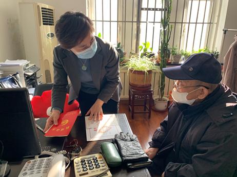 与人为善 帮人解难 耄耋老人捐钱献爱心