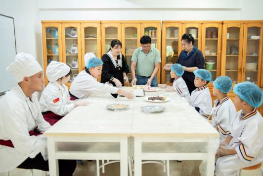 """沙河口区东北路小学开展""""我是小小烘焙师""""实践活动"""