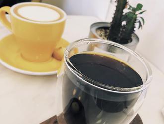 长时间喝咖啡当心耳鸣